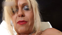 Joanna Jet in the bedroom