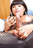 Taissa Davila masturbate in black latex