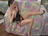 Fit big tits TS Fernanda oils up and strokes