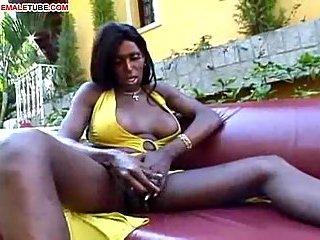 Ebony likes wet pussy