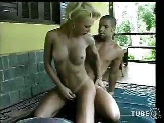 Mutual sex with blonde tranny