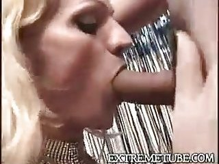 Horny blonde Tbabe getting fun