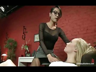 Tranny doctor seduces a girl
