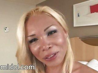 blondie tranny cumming for a camera