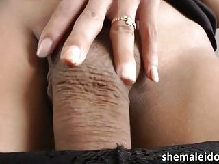 Sexy shemale Candise is masturbating till the end